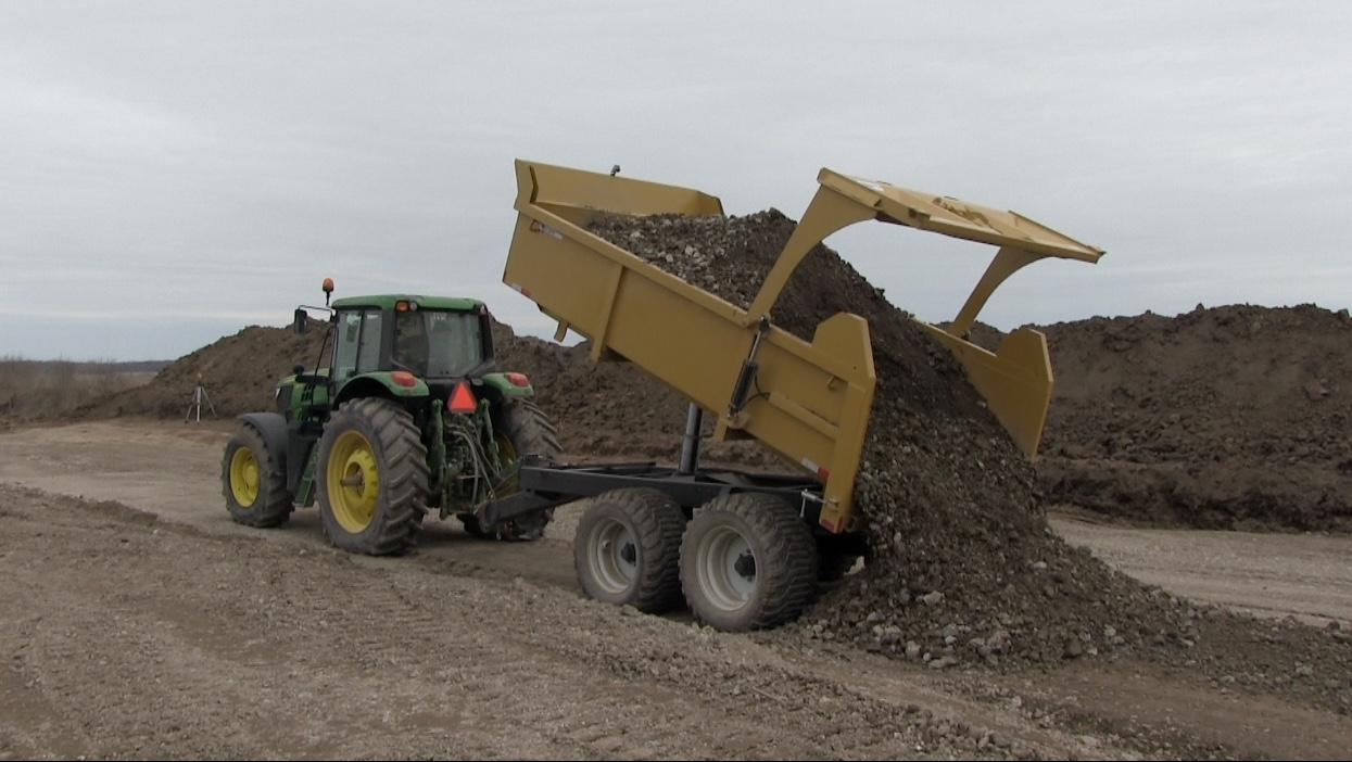 16 ton heavy duty hydraulic farm dump trailer 2018 - Berkelmans Welding and Manufacturing inc