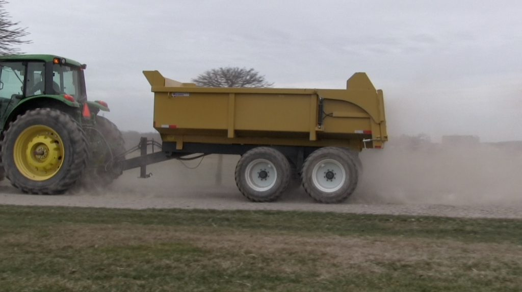 16 ton heavy duty hydraulic farm dump trailer 2018 - Berkelmans Welding and Manufacturing inc