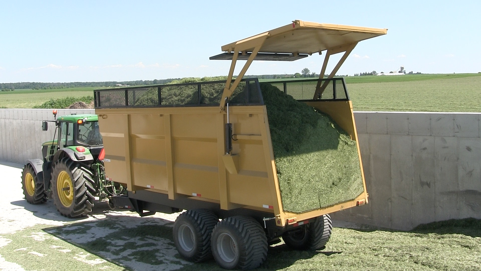 "‪20 Ton Silage Farm Dump Trailer plus 18"" mesh extension‬"